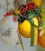 Frohe  Ostern mit vielen bunten Ostereiern und...