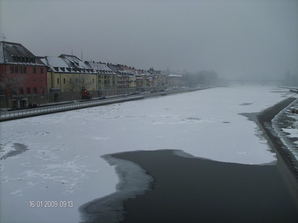 Frostiger Main
