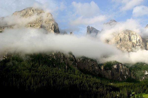 Früh am Morgen, die Berge erheben sich