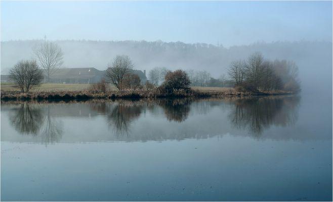Früh morgens am Fluss II
