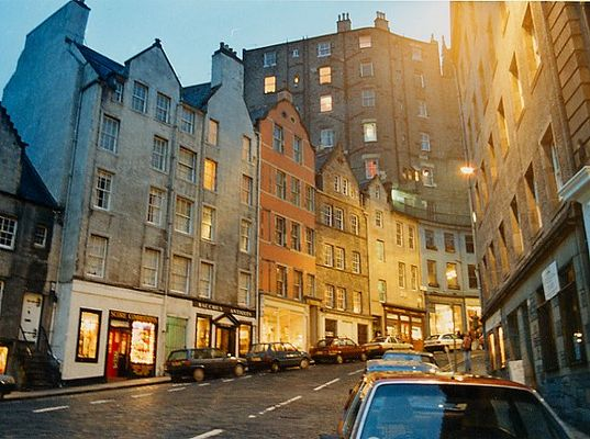 Früher Abend in Edinburgh