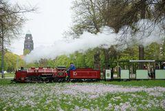 Frühling im Großen Garten mit der Liliputdampflok 003 von 1925