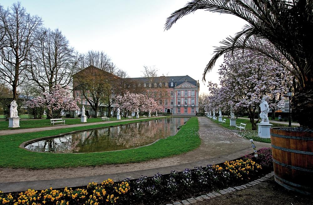 Frühling im Palastgarten 1