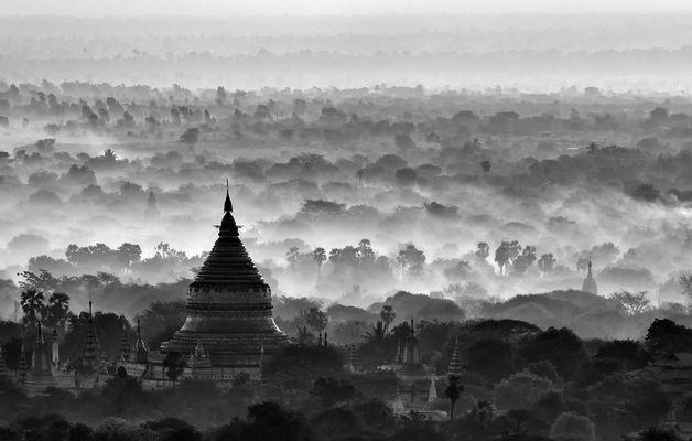 Frühnebel über Bagan