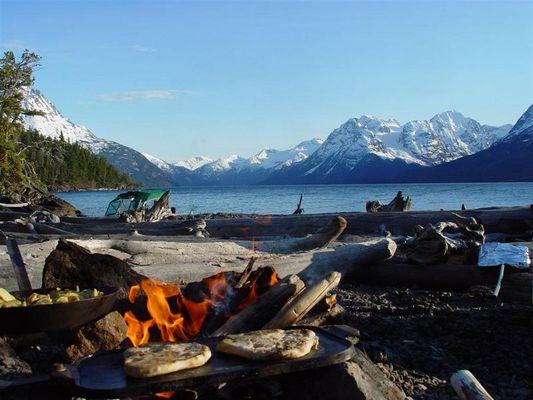 Fruehstueck ist fertig am Chilko Lake
