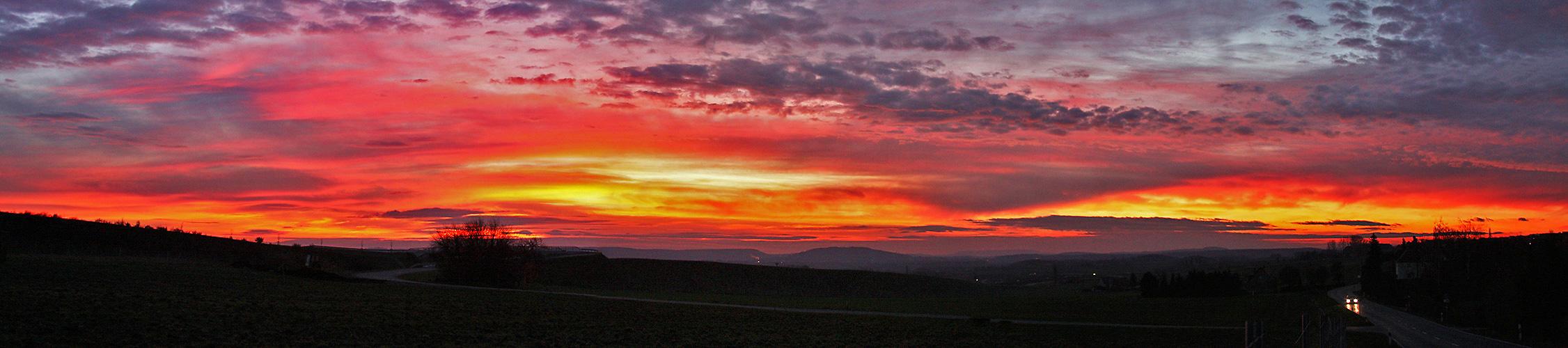 Frühwintermorgen mit herrlichen Farben aus der Adventszeit.
