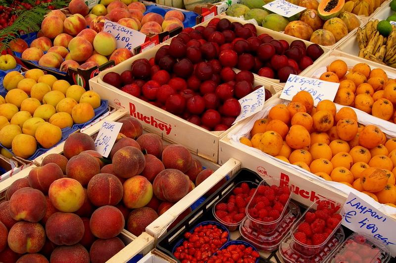 Frutta al mercato rionale di Campo de Fiori a Roma