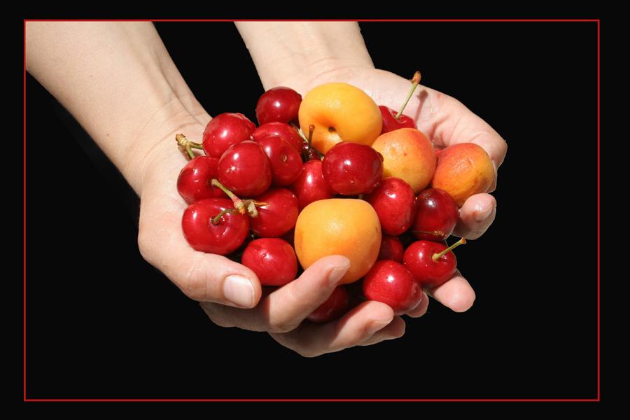 frutta tra le mani...