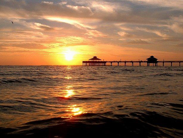 Ft Meyers Beach Pier bei Sonnenuntergang