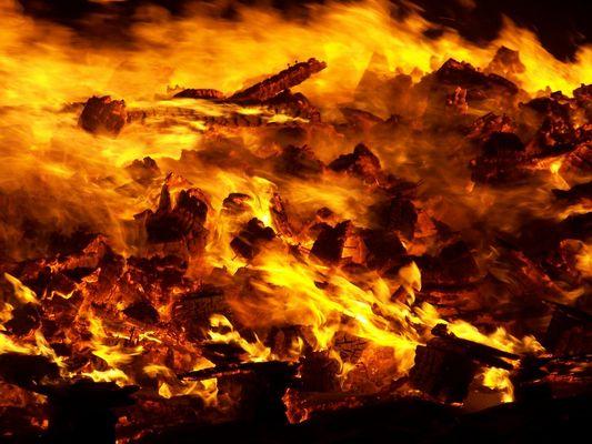 Fuego en la oscuridad.