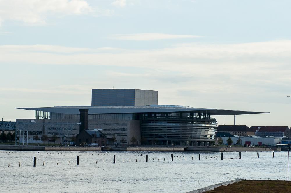 Für die einen ist es ein Sprungturm für die anderen das Opernhaus des Nordens…………