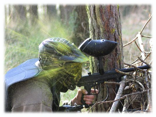 Full Face lors d'un paintball en bois