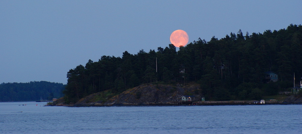 [...full moon...]
