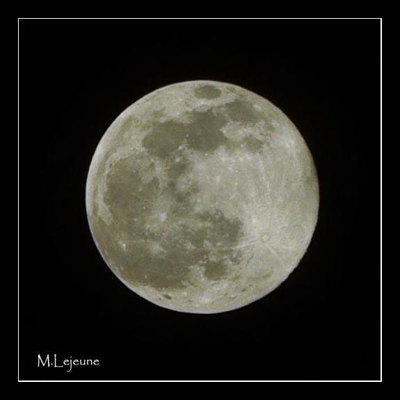 Full Moon in Uganda 1