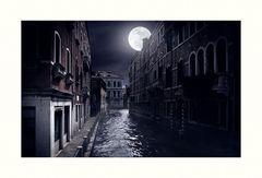 * Full Moon Misty Night in V. *