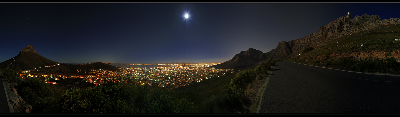 ---Full moon over Cape Town---