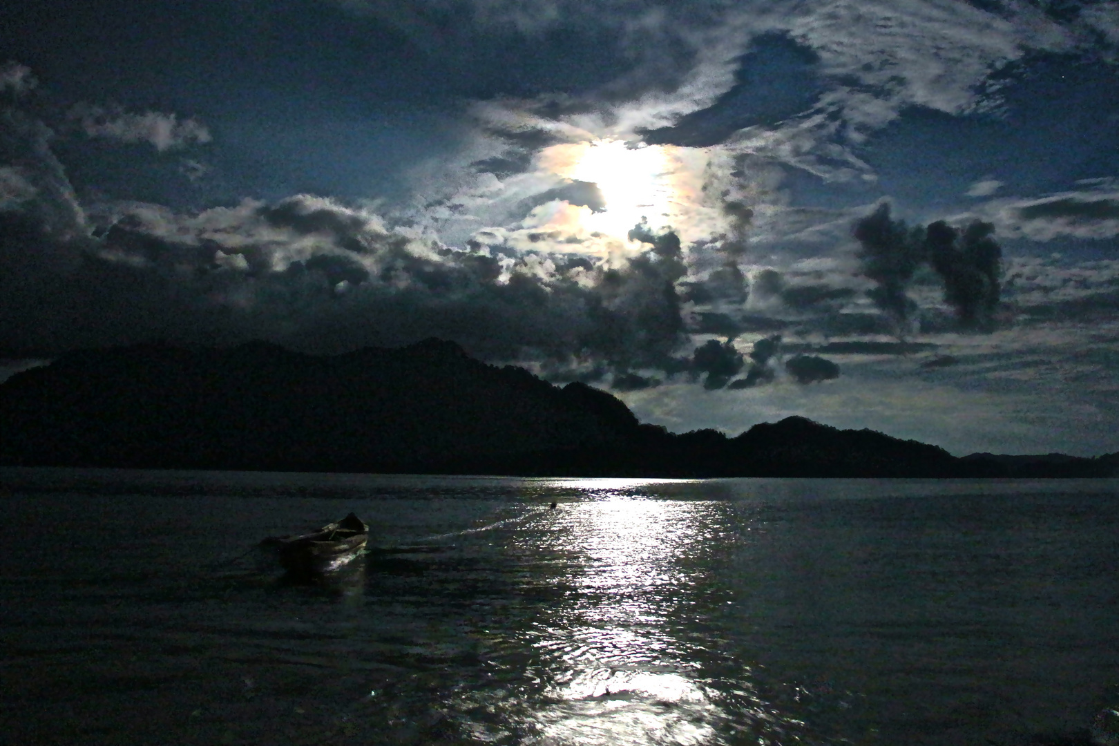 Fullmoon in Sumatra