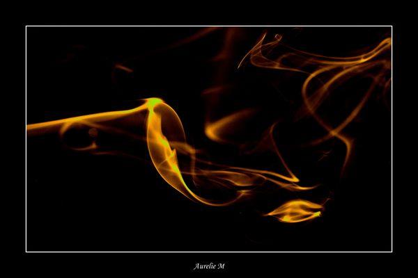 fumée dorée