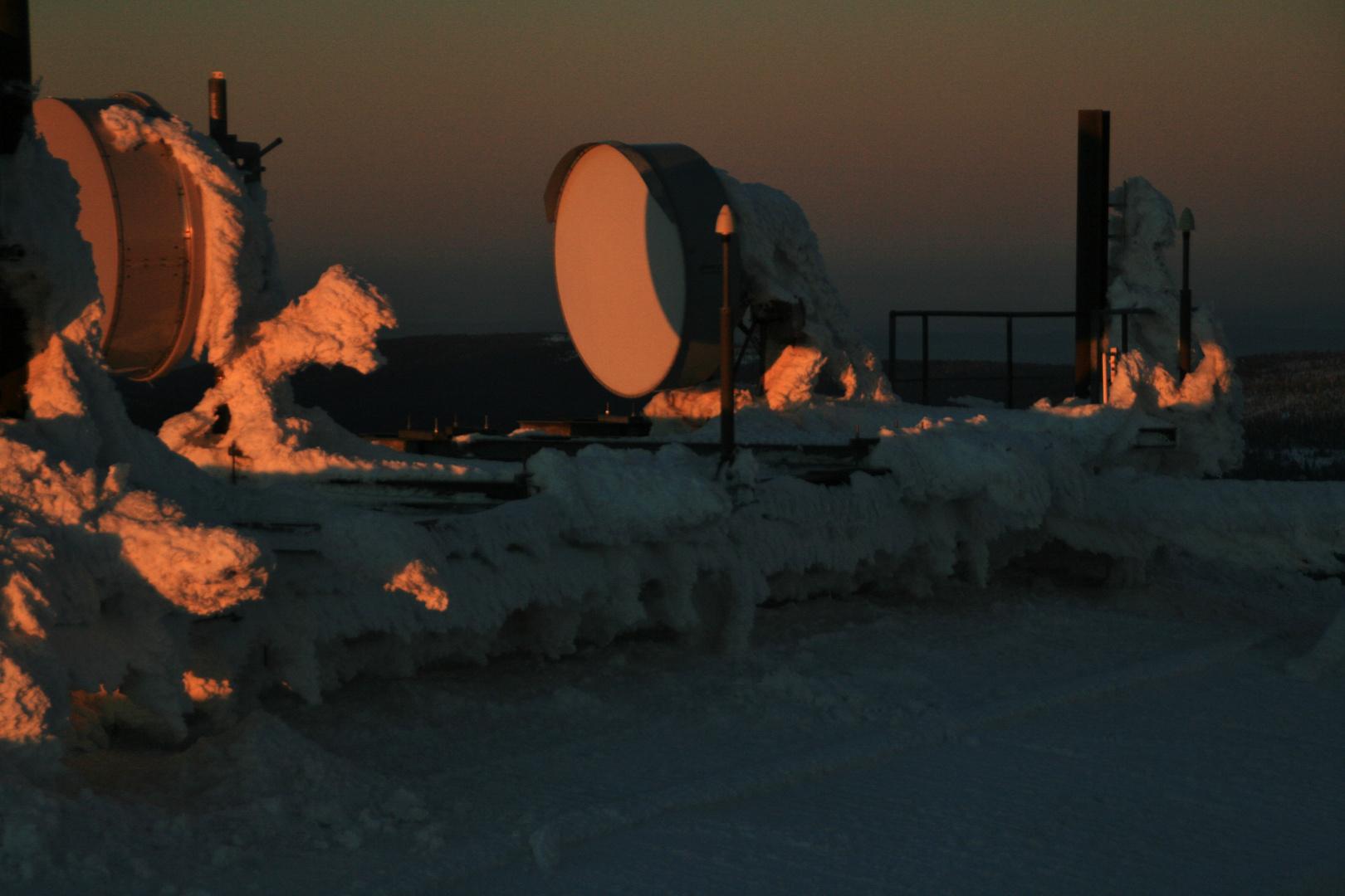 Funkanlagen im Morgenlicht