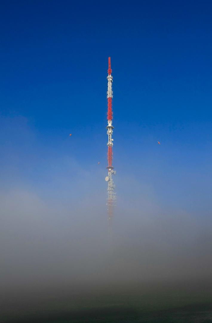 Funkturm im Nebel 1