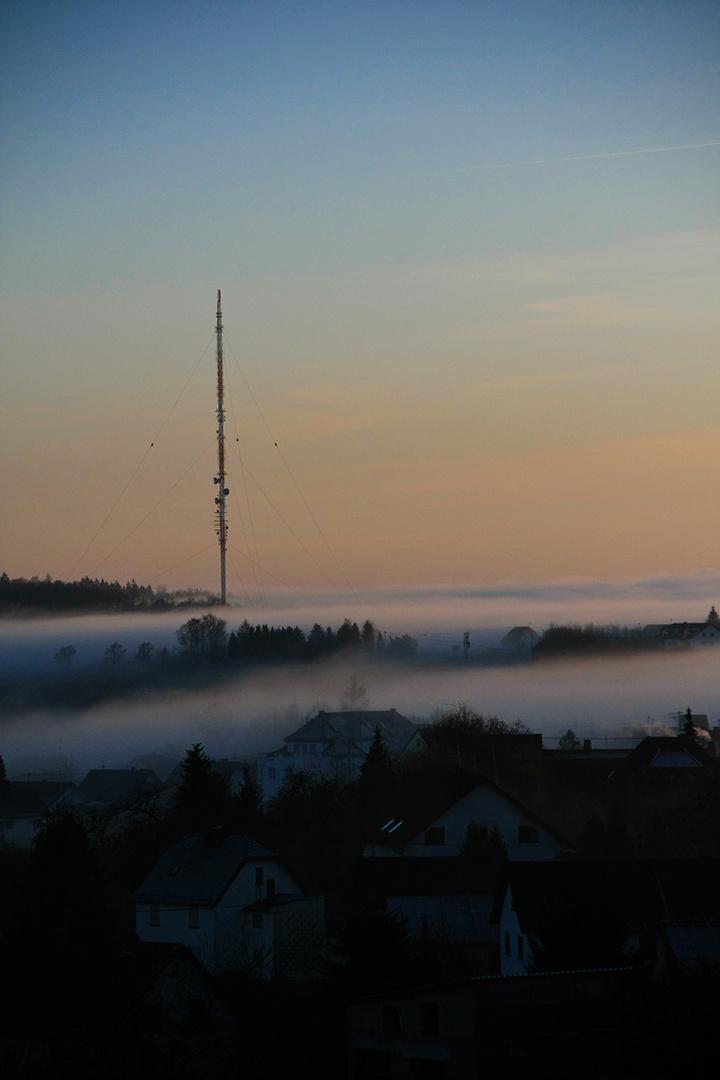 Funkturm im Nebel 2