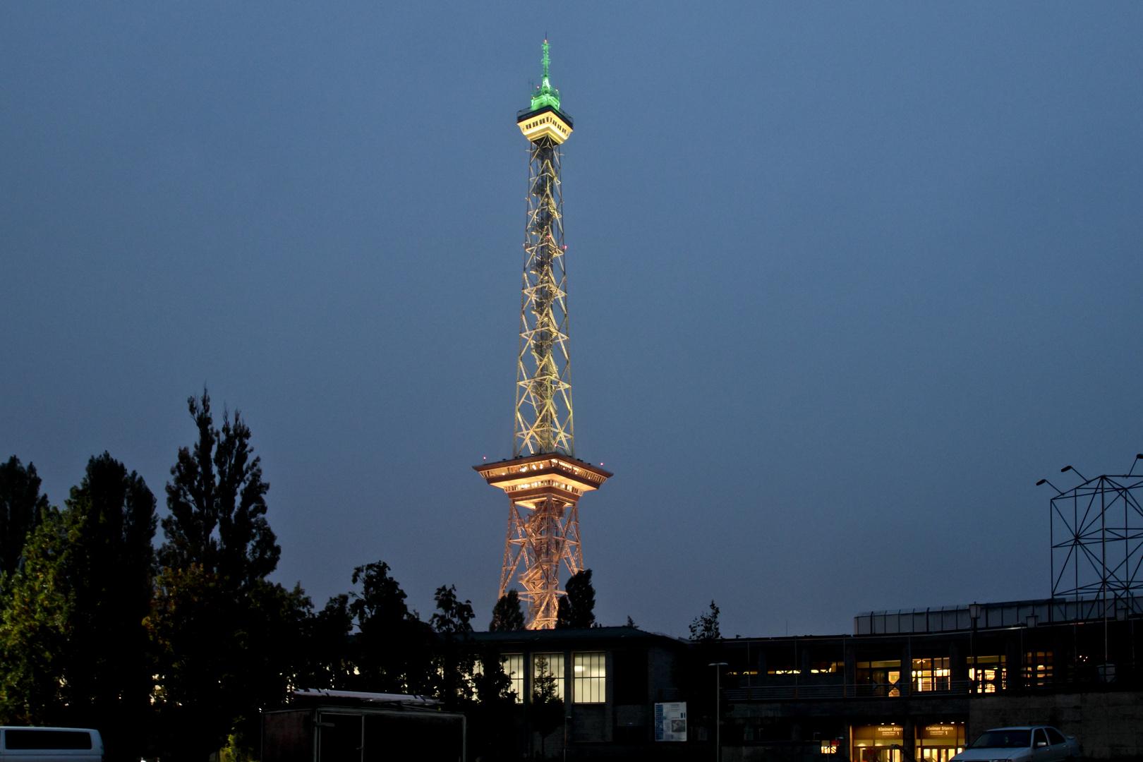 Funkturm in Farbe