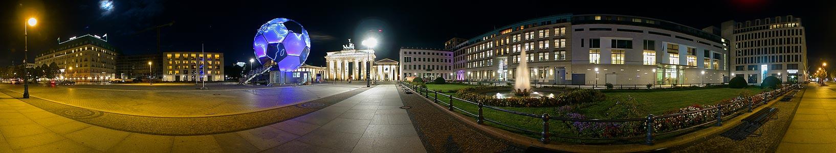 Fußballglobus Berlin, Pariser Platz