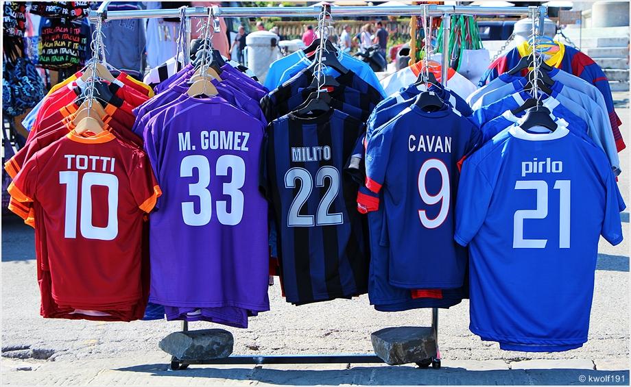 """Fußballhelden """"von der Stange"""""""