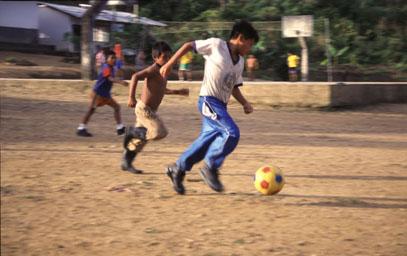 Fußballspiel in Shaime (Ecuador)