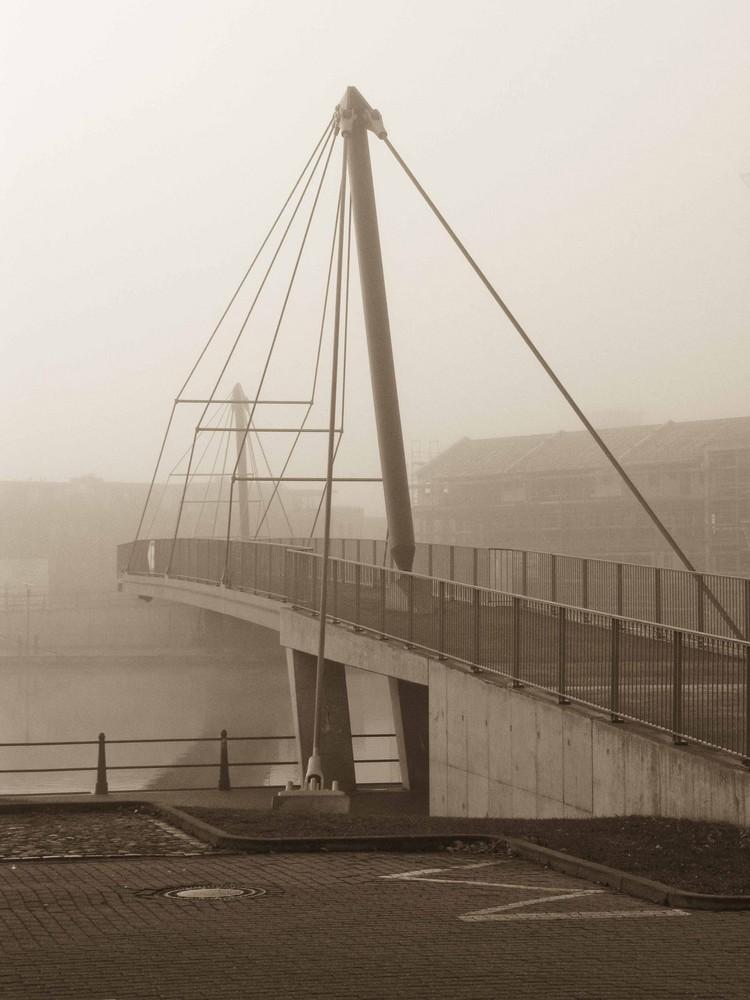 Fußgängerbrücke am Leeraner Hafen