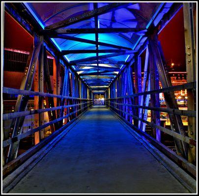 Fussgängerbrücke Bahnhof Luxemburg