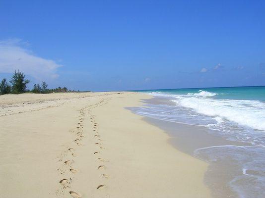 Fussspuren im Sand.. Playas del Este Habana