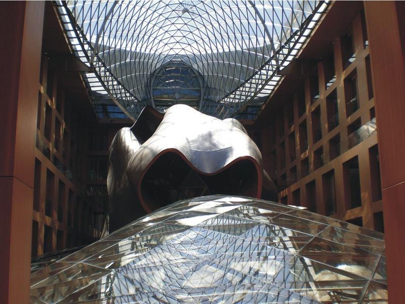 Futuristische Skulptur in Berlin
