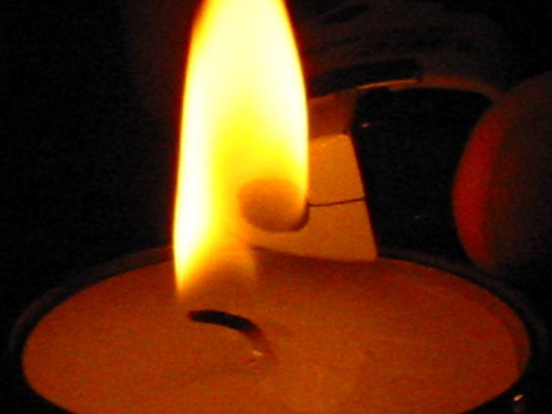 Gabel,Messer,Feuer,Licht, sind für kleine Kinder nicht!