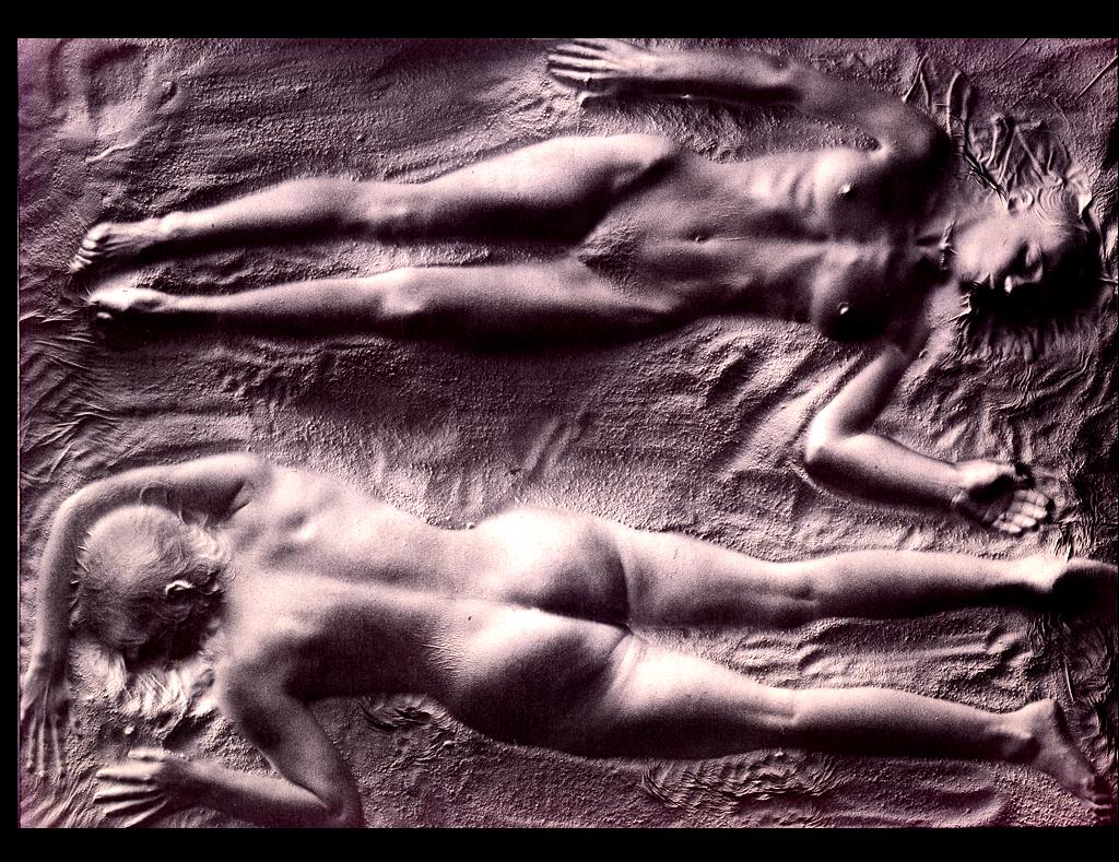 Gaby und Eva im Sand