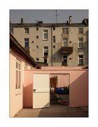Gärtnern hinter rosa Mauern