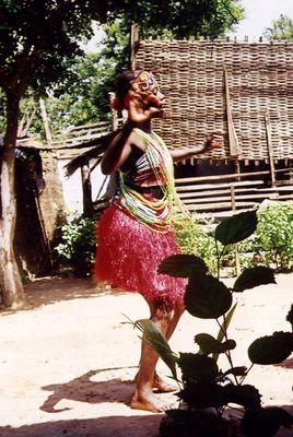 Gambische Tänzerin