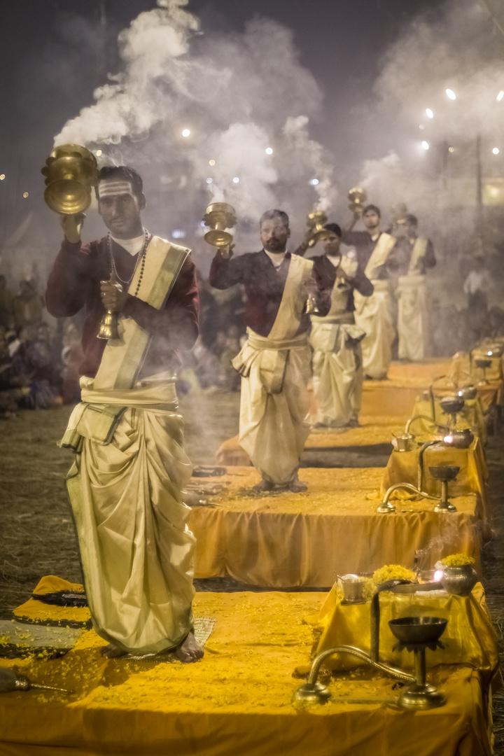 Ganga Aarti während der Kumbh Mela 2013