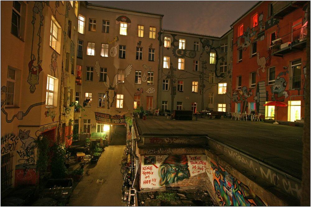 ganz berlin is eene wolke foto bild architektur profanbauten hinterh fe bilder auf. Black Bedroom Furniture Sets. Home Design Ideas