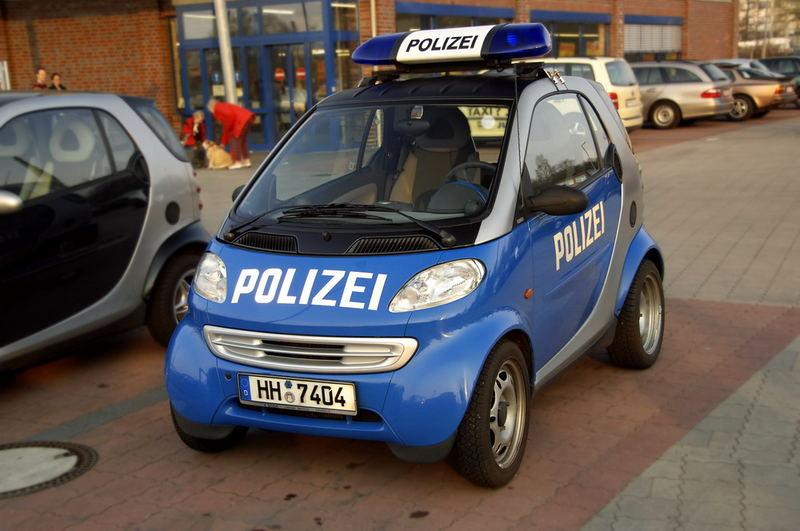 ganz sch n smart die polizei in hamburg foto bild autos zweir der verkehr fahrzeuge. Black Bedroom Furniture Sets. Home Design Ideas