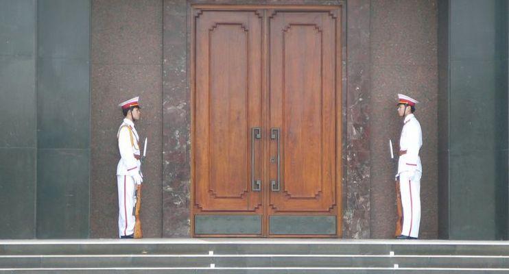 gardiens du mausolée de Ho-chi-minh