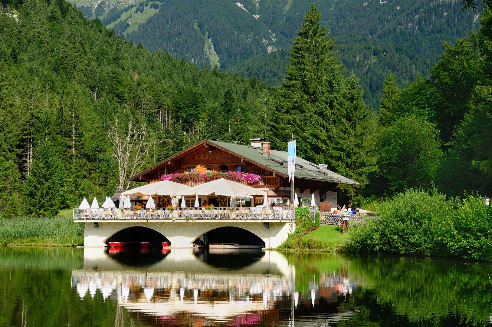 Garmisch-Partenkirchen - Pflegersee mit Berggasthof