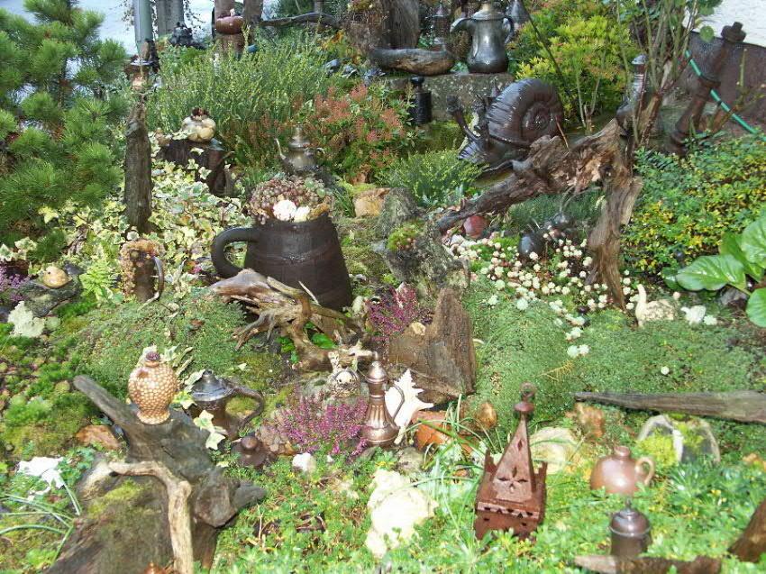 Garten mit diversen Utensilien