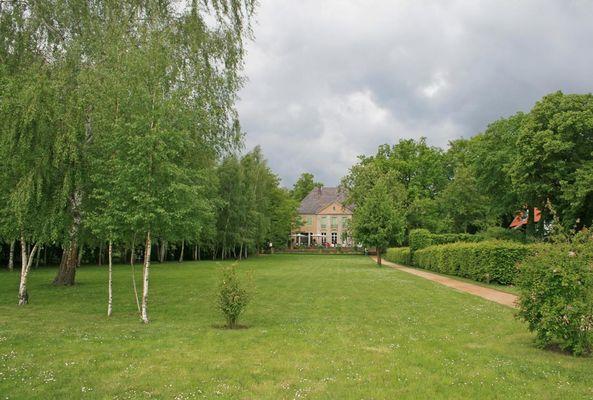 Gartenteil auf Seeseite mit Villa von Max Liebermann (am Wannsee)
