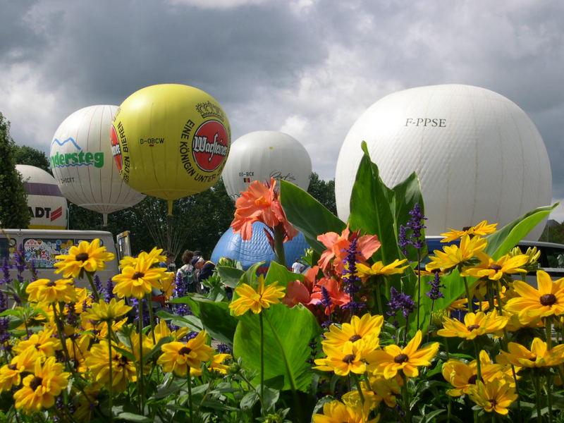Gasballone vor dem Start Gordon-Bennett 2004