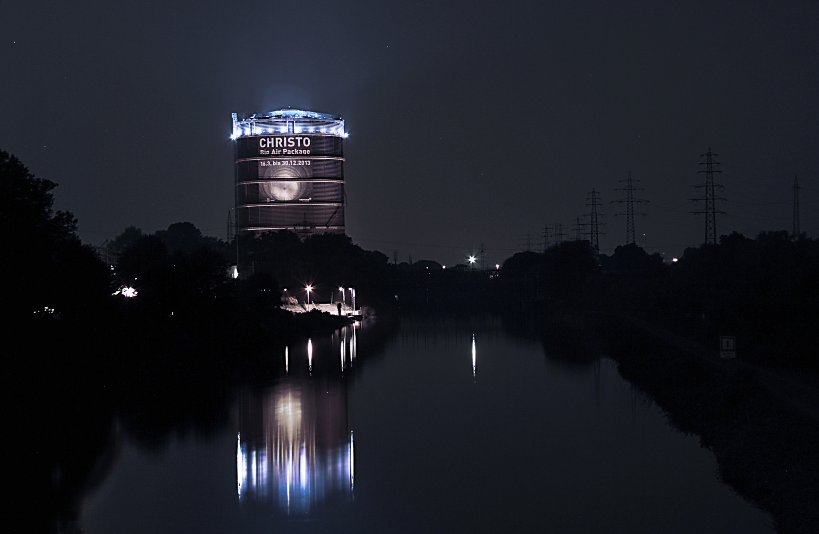 Gasometer Oberhausen bei Nacht