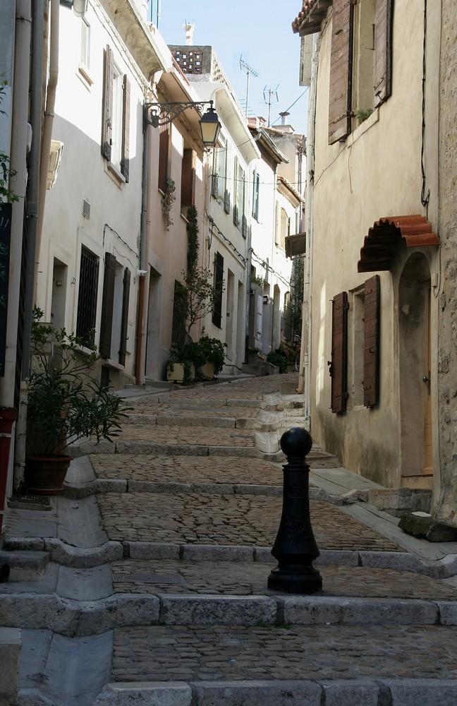 Gasse in Arles, Südfrankreich