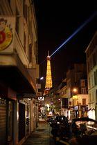 Gasse in Paris mit Eifelturm, 2te