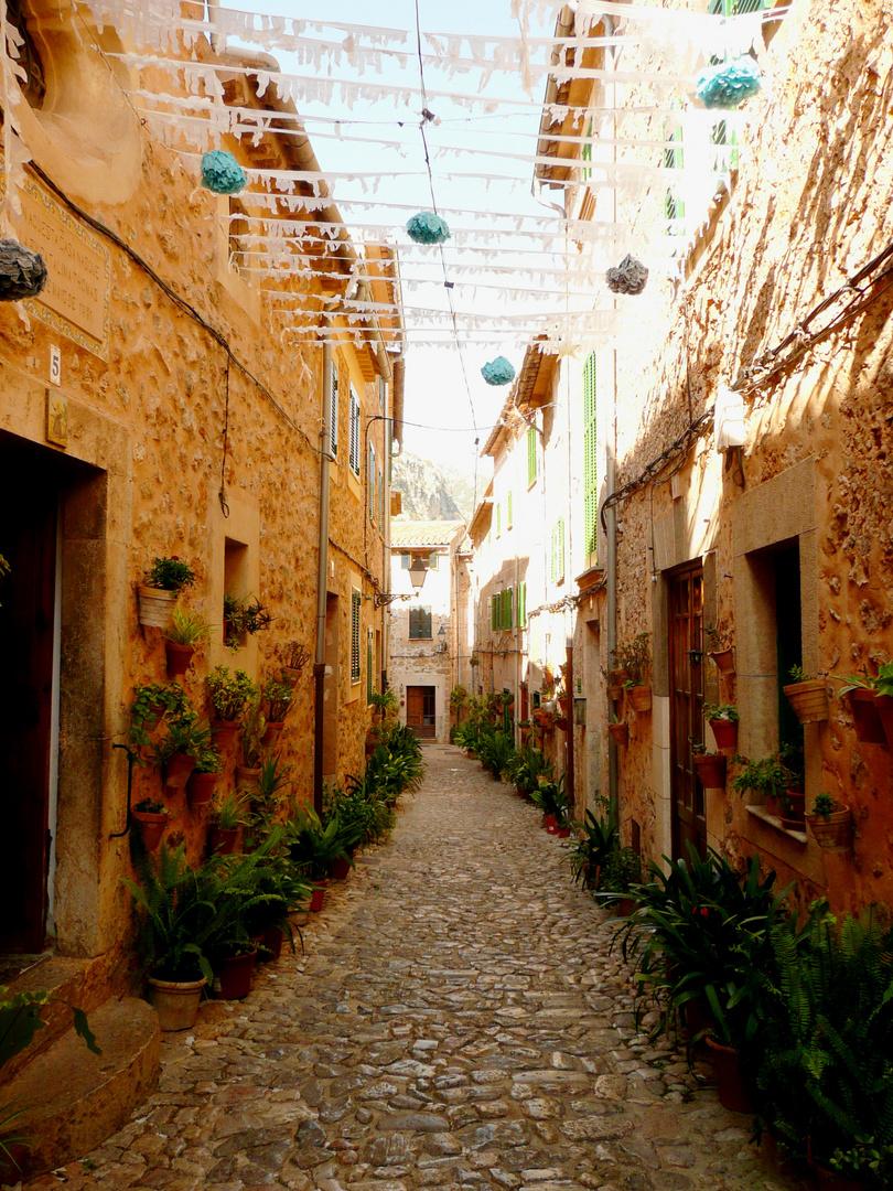 Gasse in Valldemossa (Mallorca)