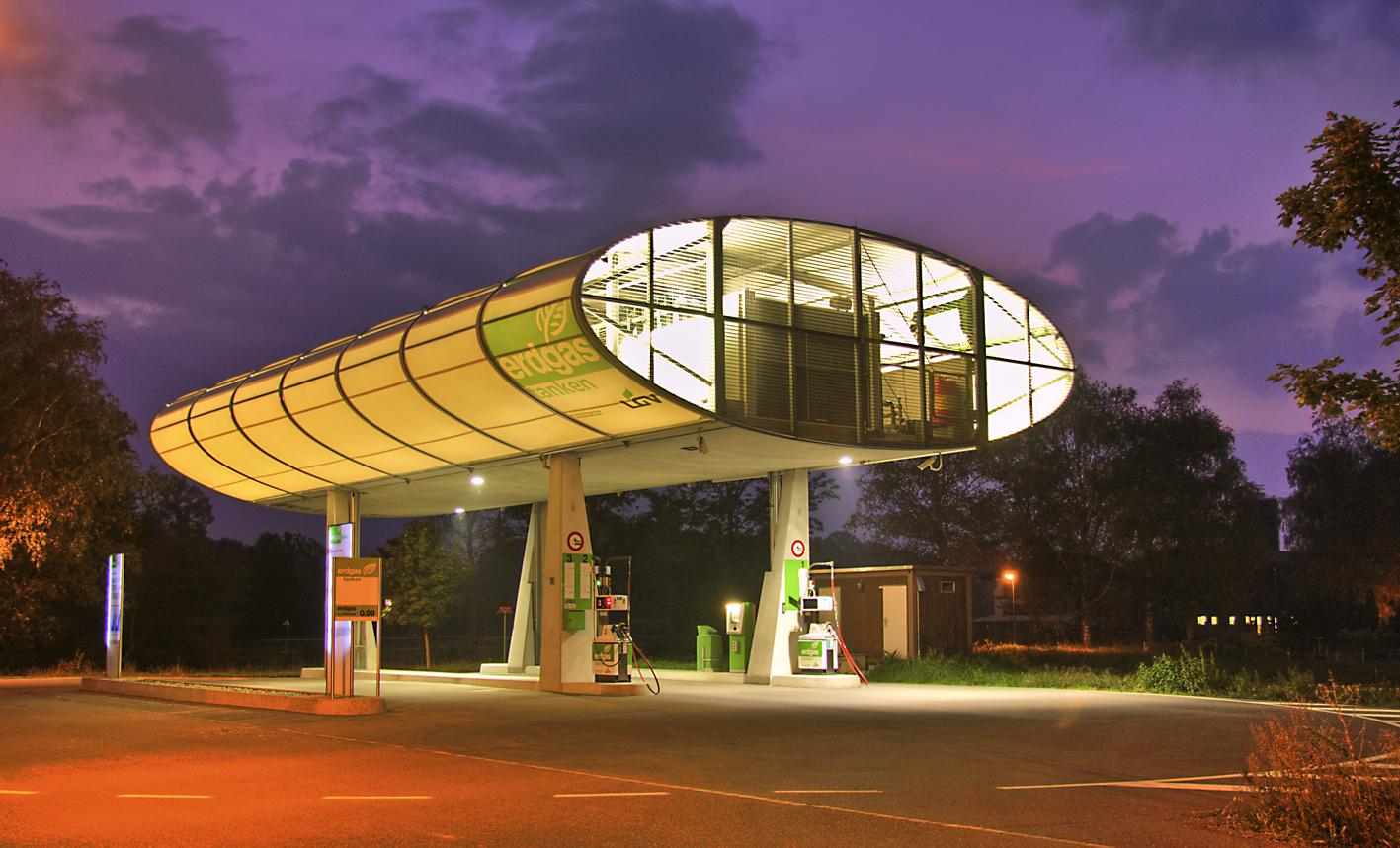Gastankstelle Vaduz in der Nacht